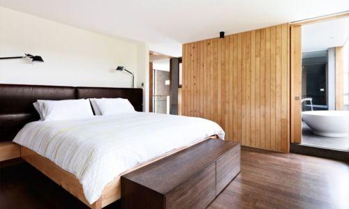 chambre principale & salle de bains - Home Overhanging par MGArchitects - Tasmanie, Australie