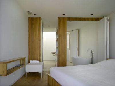 chambre & salle de bains - Villa-Brash par Jak Studio - Saint-Tropez, France