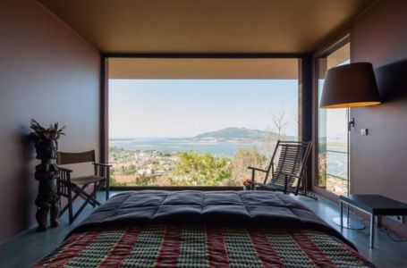 chambre secondaire & vue panoramique - Casa de Seixas par Castro Calapez Arquitectos - Caminha, Portugal