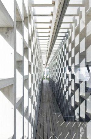 chemin intérieur - Rambla House par LAND Arquitectos - Zapallar, Chili