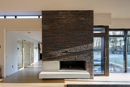 cheminée - 102 Heesch par Hilberink Bosch Architecten - Bosvilla, Pays-Bas