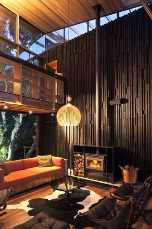 cheminée design bois salon - Under Pohutukawa par Herbst Architects - Piha, Nouvelle-Zélande