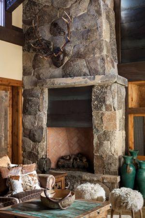 cheminée en pierre - chalet de luxe par Walton Architecture - Martis Camp, Usa