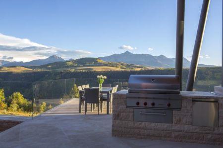 cheminée extérieur & terrasse salon design - home-Colorado par Bill Poss - Colorado, USA