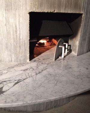 cheminée originale en béton - Sun Path House par Studio Christian Wassmann - Miami, USA