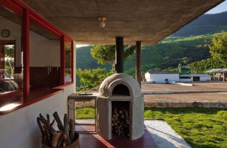 cheminée traditionnelle extérieure - Dom-Vicoso-House par Brasil Arquitetura - Dom Viçoso, Bresil