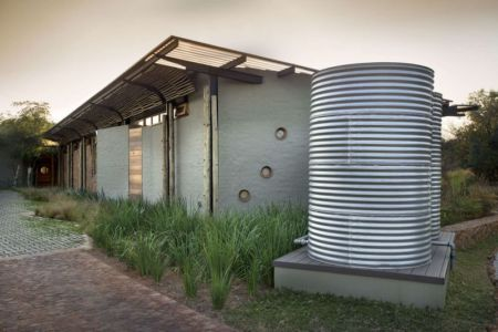 citerne traitement d'eau - House-Mouton par Earthworld Architects and Interiors - Pretoria, Afrique du Sud