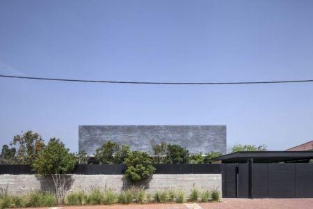 façade rue, clôture béton - NS-Residence par Blatman Cohen Architects - Netanya, Israël
