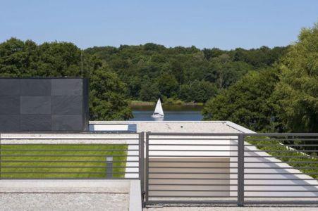 portail entrée et vue panoramique lac - Nemo-house par Mobius Architects - lac Mazurie, Pologne