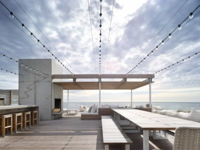 coin barbecue toit terrasse - Ocean Deck House par Stelle Lomont Rouhani Architects - Bridgehampton, USA