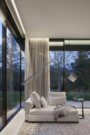 coin de repos & grande baie vitrée  - modern farmhouse par Meyer Davis studio - Nashville, USA