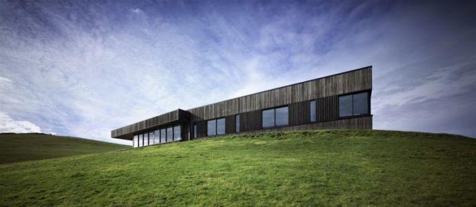 colline site - Modern farmhouse par Pattersons - Muriwai, Nouvelle-Zélande