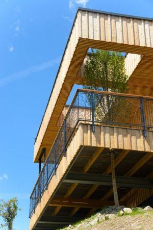 contrechamp porte à faux - Deluxe Mountain Chalets par Viereck Architects - Styria, Autriche
