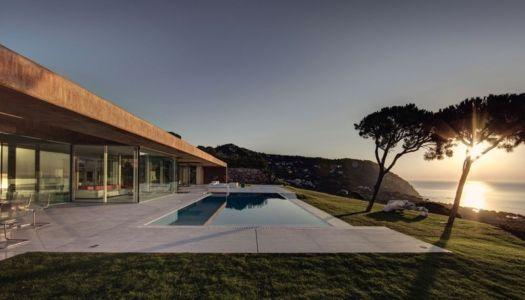 coucher de soleil sur la terrasse - maison réhabilitée par MANO Arquitectura - Begur Espagne