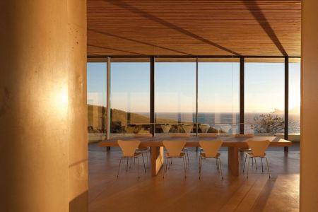 coucher soleil sur séjour - Alon House par AABE et Partners -France