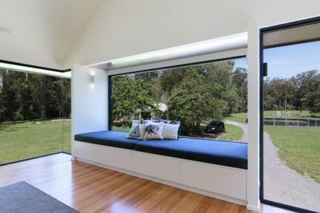banquette et grande ouverture vers l'extérieur - house-built-zone par Robinson Architects - Pomona, Australie