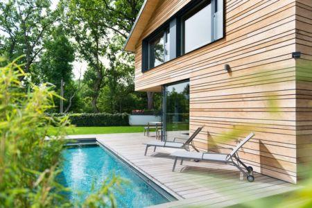 bains de soleil terrasse bois et piscine - despang par Despang Schlüpmann Architekten - Allemagne