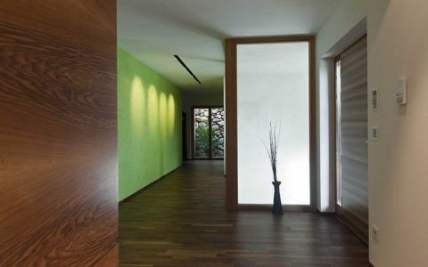 couloir - Brunner House par Norbert Dalsass - Italie