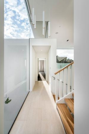 couloir - City Beach House - par Banham Architects - Perth, Australie.jpg