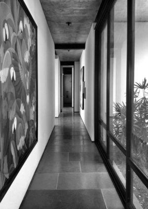 couloir - Deolali House par Spam Design Architects - Deolali, Inde