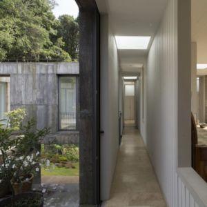 couloir - Guna house par Pezo von Ellrichshausen - Llacolén, Chili