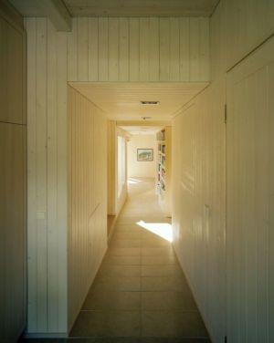 couloir - House Ulve par Oopera - Seinäjoki, Finlande