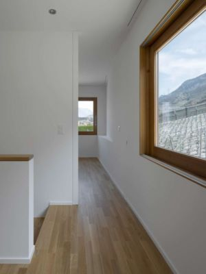 couloir - House-transformation par clavienrossier architects - Suisse