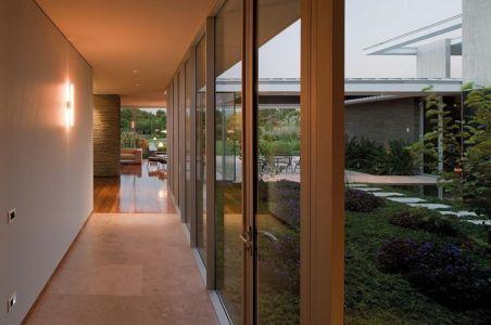 couloir - Kübler House par 57STUDIO - Stgo, Chili