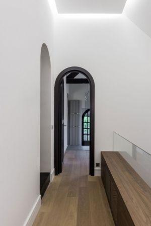 couloir - Rénovation maison typique par Atelier Delphine Carrère - Bidart, France