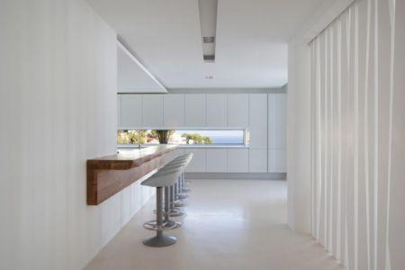 couloir & îlot central de cuisine - ocean-home par SAOTA - Ibiza, Espagne