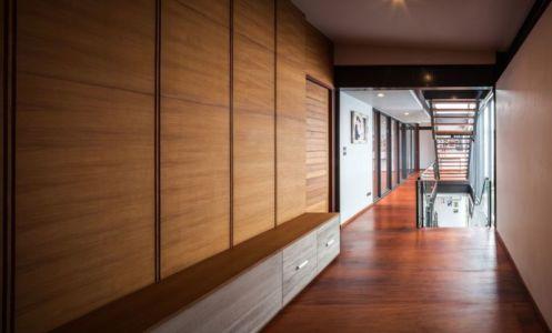 couloir étage - Bridge-House par Junsekino Architects And Design - Bangkok, Thaïlande