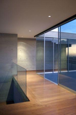 couloir étage - House-Hillside par Benavides & Watmough arquitectos - Santiago, Pérou