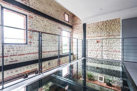 couloir étage - Maison Mazeres par Hugues Tournier - Mazères (09), France
