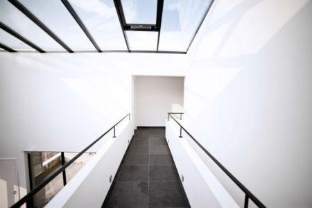 couloir étage - Private Villa par Engel Architecten - Blauwestad, Pays-Bas