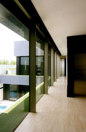 couloir étage- desert-rose par Massimiliano Camoletto - Koweit.