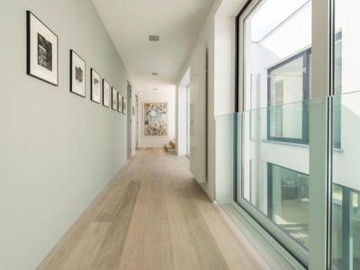 couloir étage - magnifique propriété à vendre à Uccle en Belgique