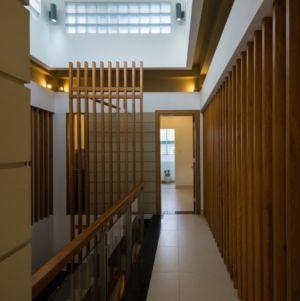 couloir étage supérieur - NA-House par NatureArch Studio - HO Chi Minh, Vietnam