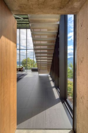 couloir étage supérieur - Shokan-House par Jay Bargmann - New York, USA