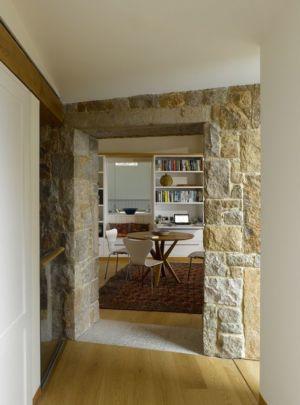 couloir accès bibliothèque - Jersey House par Hudson Architects - Normandie, France