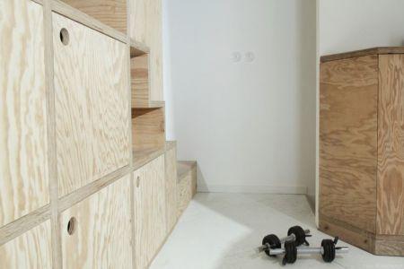 couloir accès escalier - Saganaki House par BUMParchitectes, France
