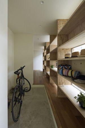 couloir - checkered-house par Takeshi Shikauchi - Tokyo, Japon