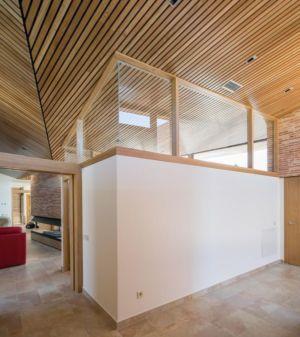 couloir & décor plafond lambris House-Molino par Mariano Molina Iniesta, Espagne