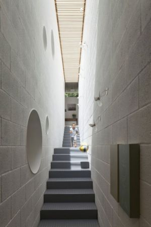 couloir escalier - House-for-Architect par Pitsou Kedem Architects - Ramat Hasharon, Israël