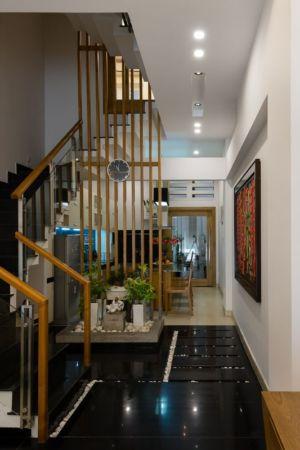 couloir & escalier accès étage - NA-House par NatureArch Studio - HO Chi Minh, Vietnam
