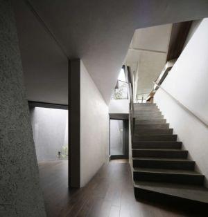 couloir escalier accès étage - SRK par Artechnic - Meguro, Japon
