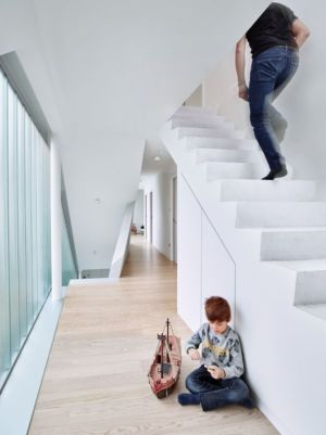 couloir & escalier niveau supérieur - MaHouse par Marc Formes - France