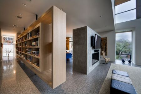couloir et bibliothèque - City View Residence par Dick Clark Architecture - Austin, Usa