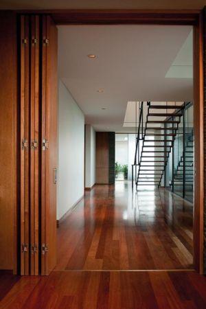 couloir et séparation - Kübler House par 57STUDIO - Stgo, Chili