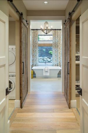 couloir et salle de bains - Maison typique par TTM Development company - Portland, Usa