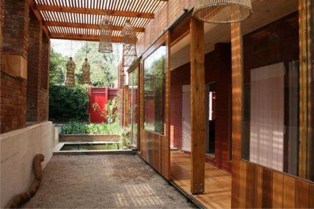 couloir & façade terrasse - Red-House par Kate Otten Architectes - Afrique du Sud